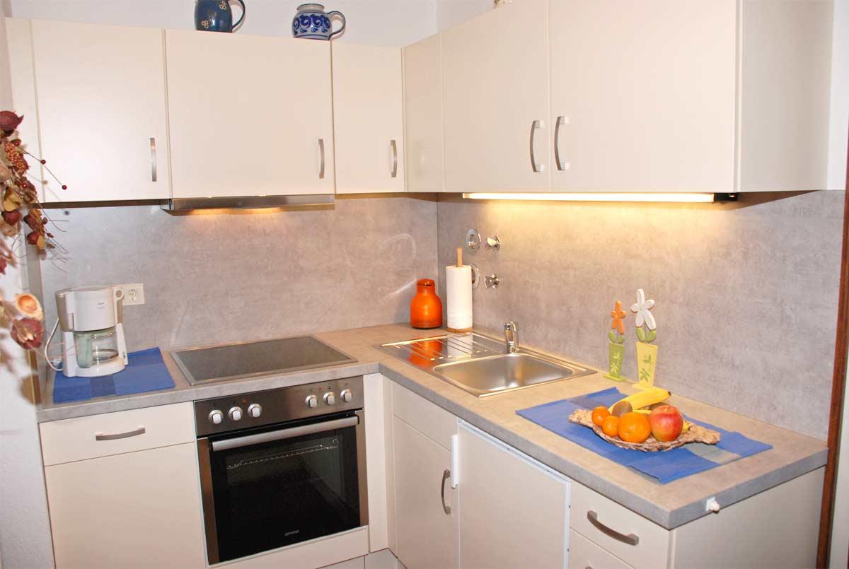 Ferienwohnung 1 landhaus mosmang ferienwohnung und for Kuchenzeile landhaus